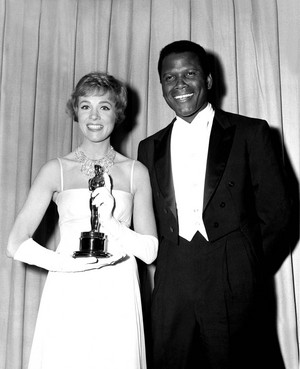 迪士尼 Actress, Julie Andrews And Sidney Poitier 1965 Academy Awards