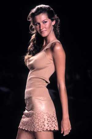 Gisele Bundchen sexy on the catwalk