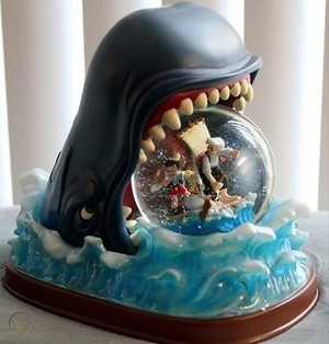 Monstro The cá voi And Pinnochio Snow Globe