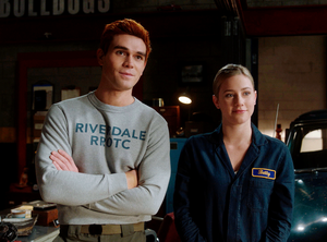 "ARCHIE AND BETTY in Riverdale 5x06  ""Chapter Eighty-Two: Back To School"""