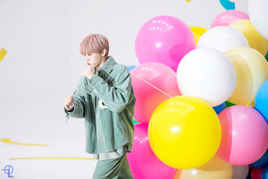 Behind the scene 写真 of 'Sugar' MV | KIM WOOSEOK