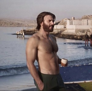 Chris Evans as Ari Levinson in The Red Sea Diving Resort (2019)