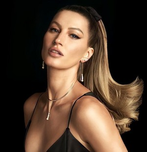Gisele for Vivara [Christmas 2020]