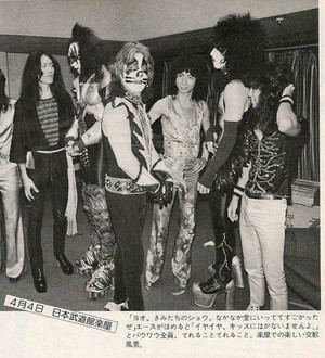 চুম্বন ~Fukuoka, Japan...March 30, 1977 (Rock and Roll Over Tour)