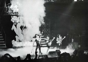 吻乐队(Kiss) ~Fukuoka, Japan...March 30, 1977 (Rock and Roll Over Tour)
